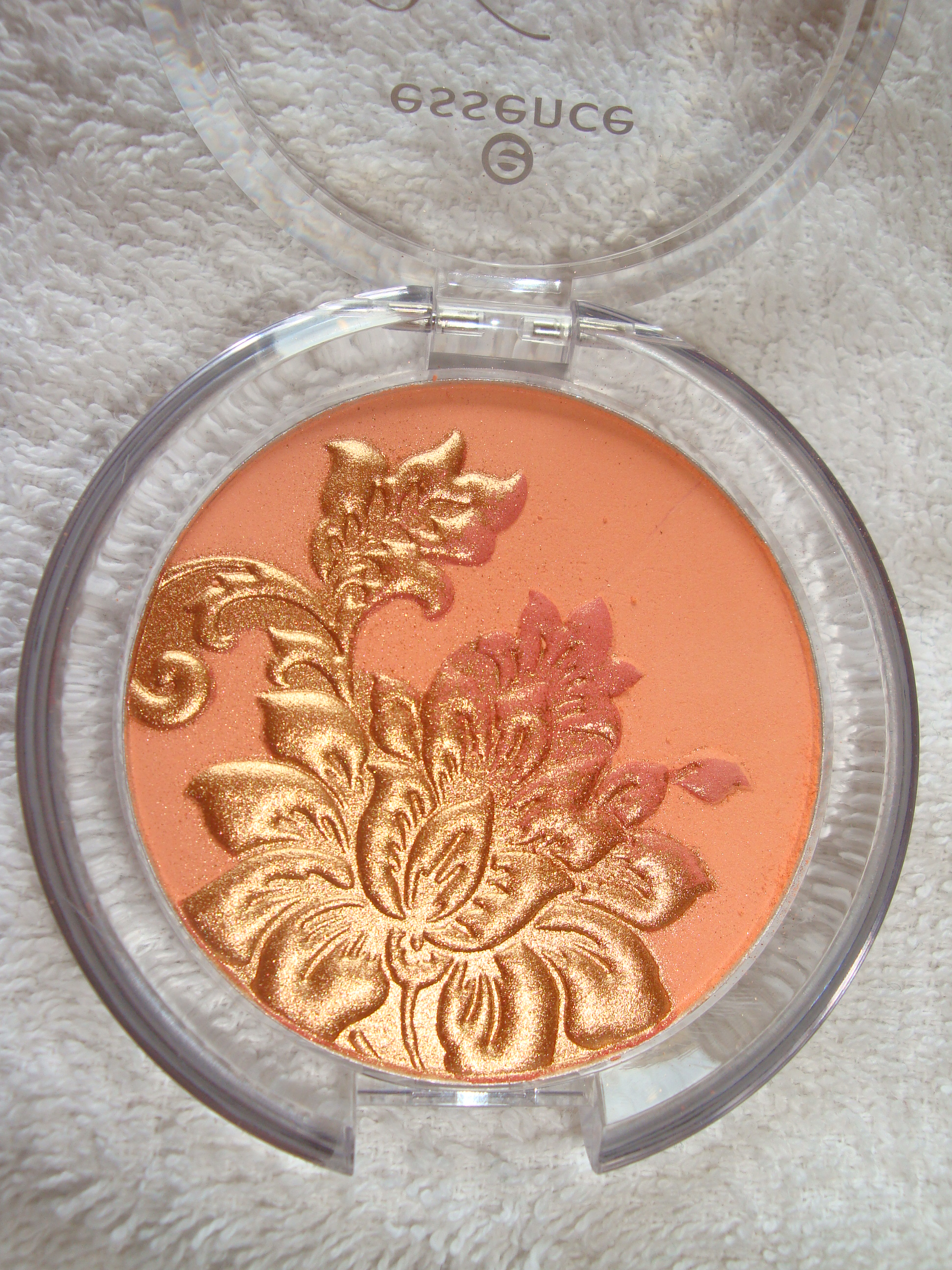 Essence Vintage district blush n. 01 It's popul-art.