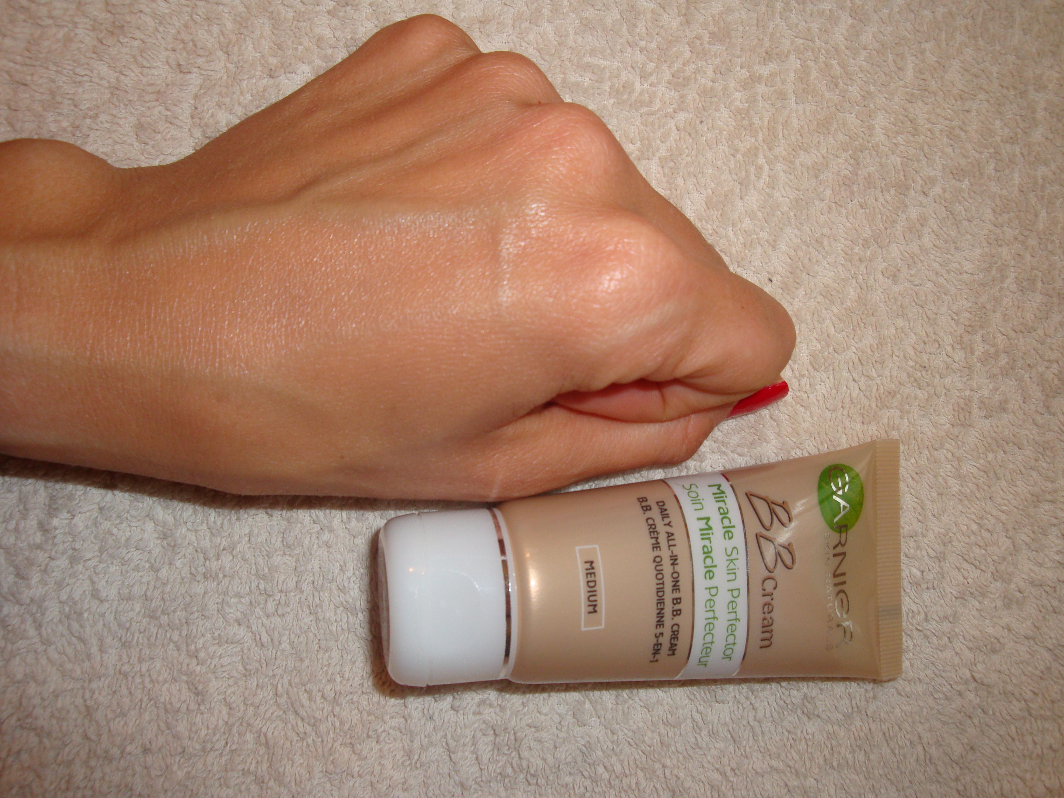 Garnier BB cream pelli medio scure swatch
