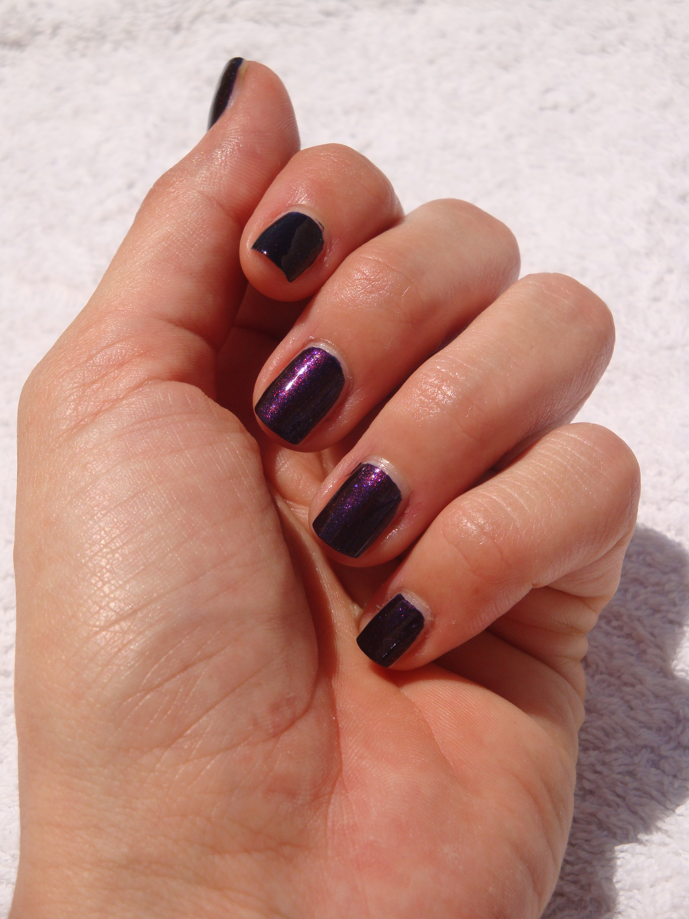 Chanel le vernis #583 Taboo swatch