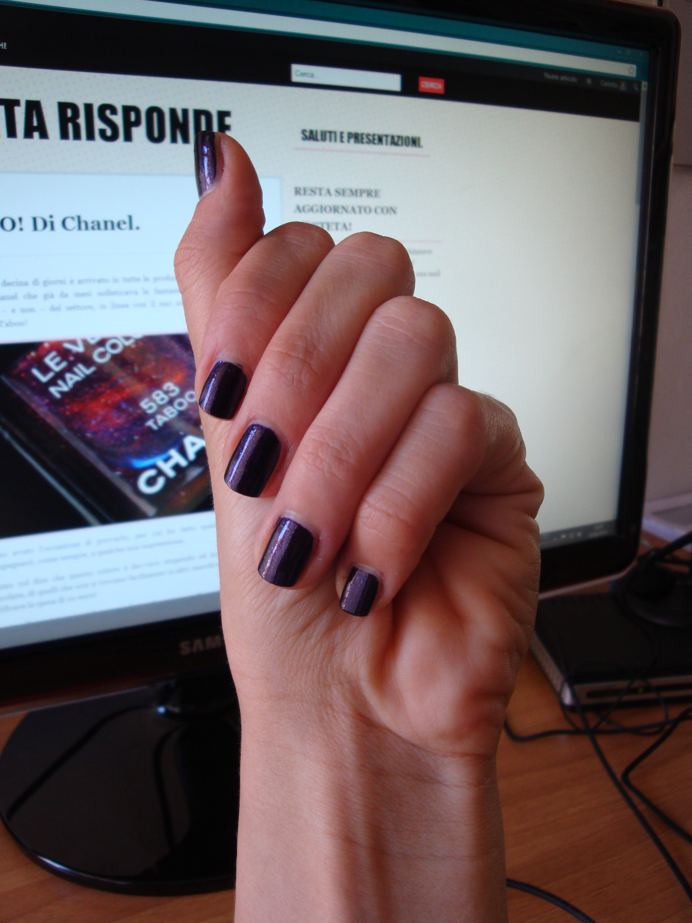 Chanel le vernis #583 TABOO swatches