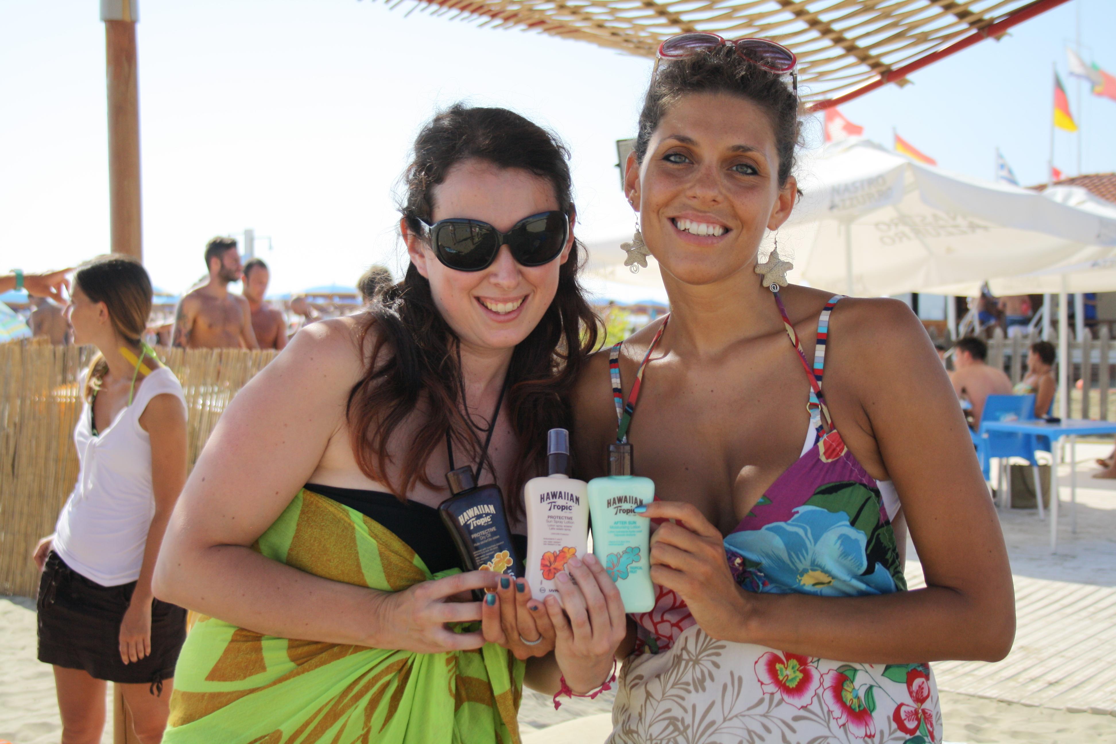 Federica con i suoi prodotti Hawaiian Tropic: adesso però li devi usare e dirci tutto ;-)