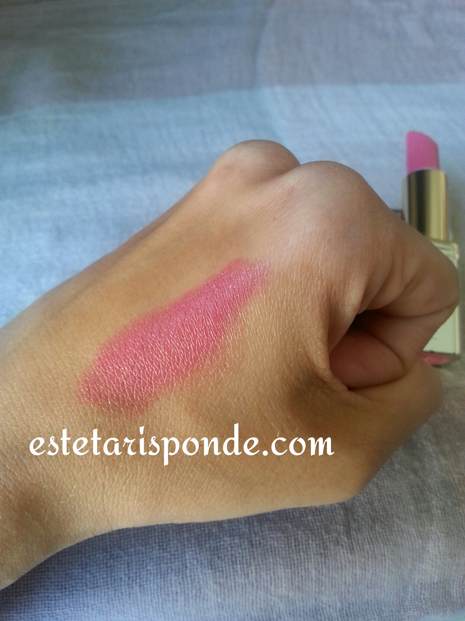 L'Oreal rossetto Color Riche Pink Fever  swatch